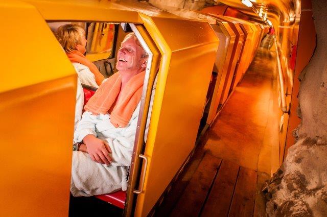Heilstollen Einfahrt Zug